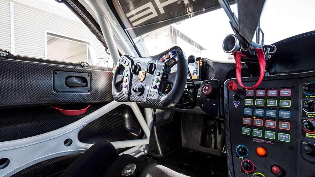 Салон Porsche 911 GT3 R 2019
