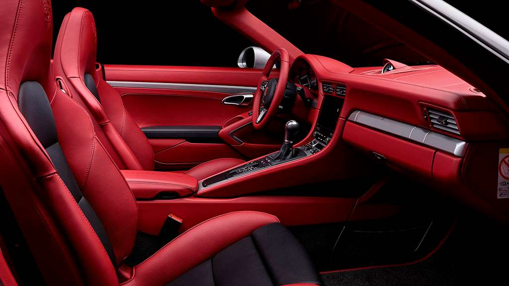 Малиновый салон Porsche 911 S Cabrio от Porsche Exclusive
