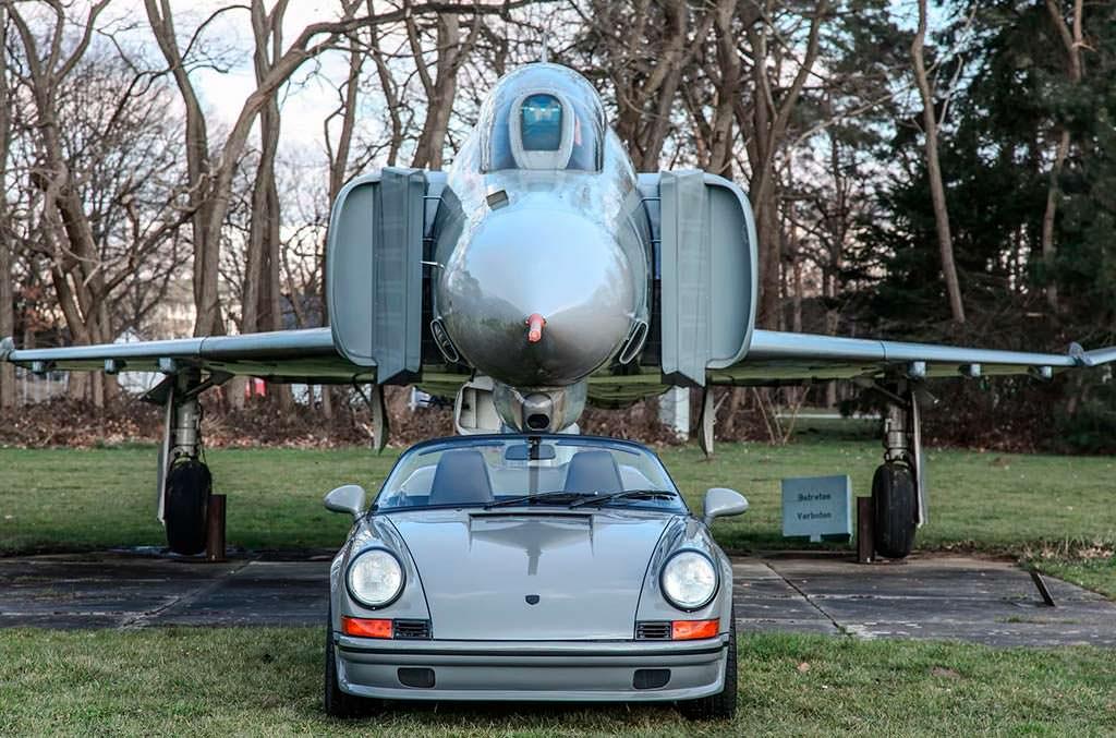 Porsche 911 Speedster и самолет