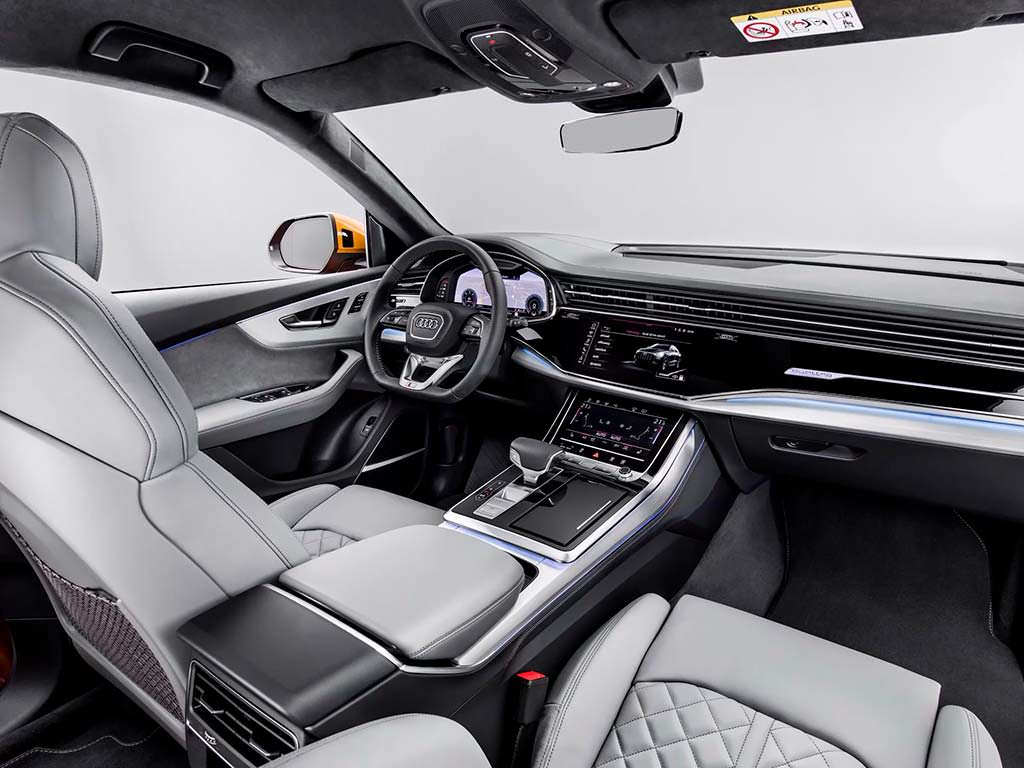 Фото внутри Audi Q8