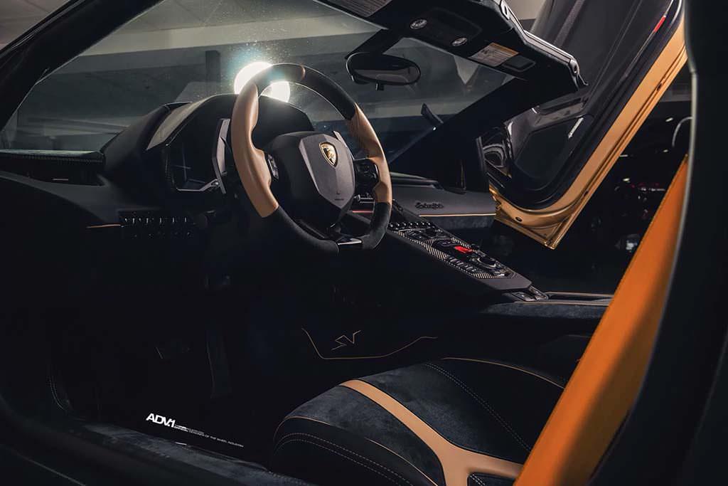Фото внутри Lamborghini Aventador SV Roadster