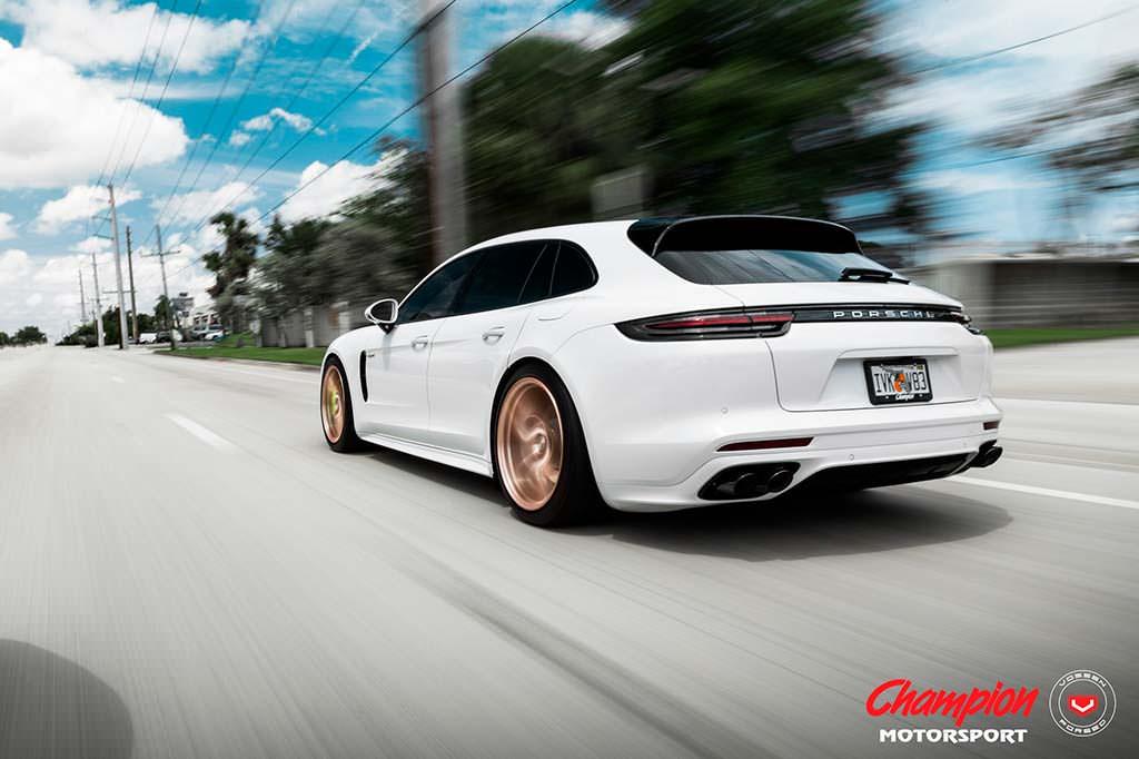 Гибридный универсал Porsche Panamera Sport Turismo