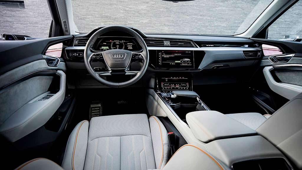 Электро-кроссовер Audi E-Tron, фото салона