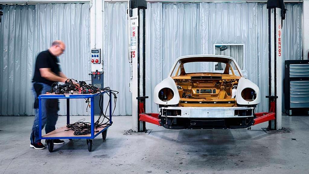 18 месяцев реставрации Porsche 993 от Porsche Classic