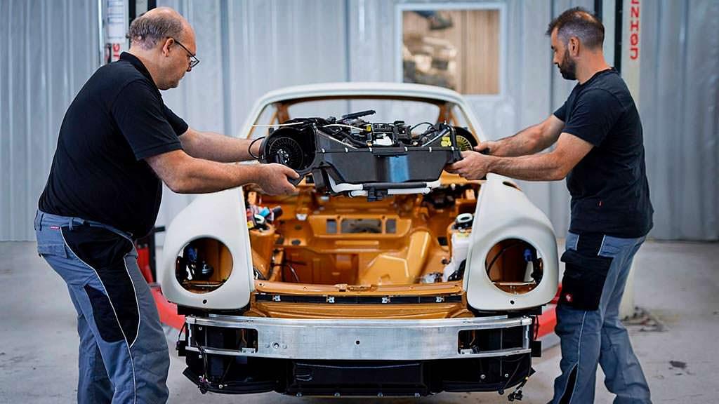 Кропотливая реставрация Porsche 993 от Porsche Classic
