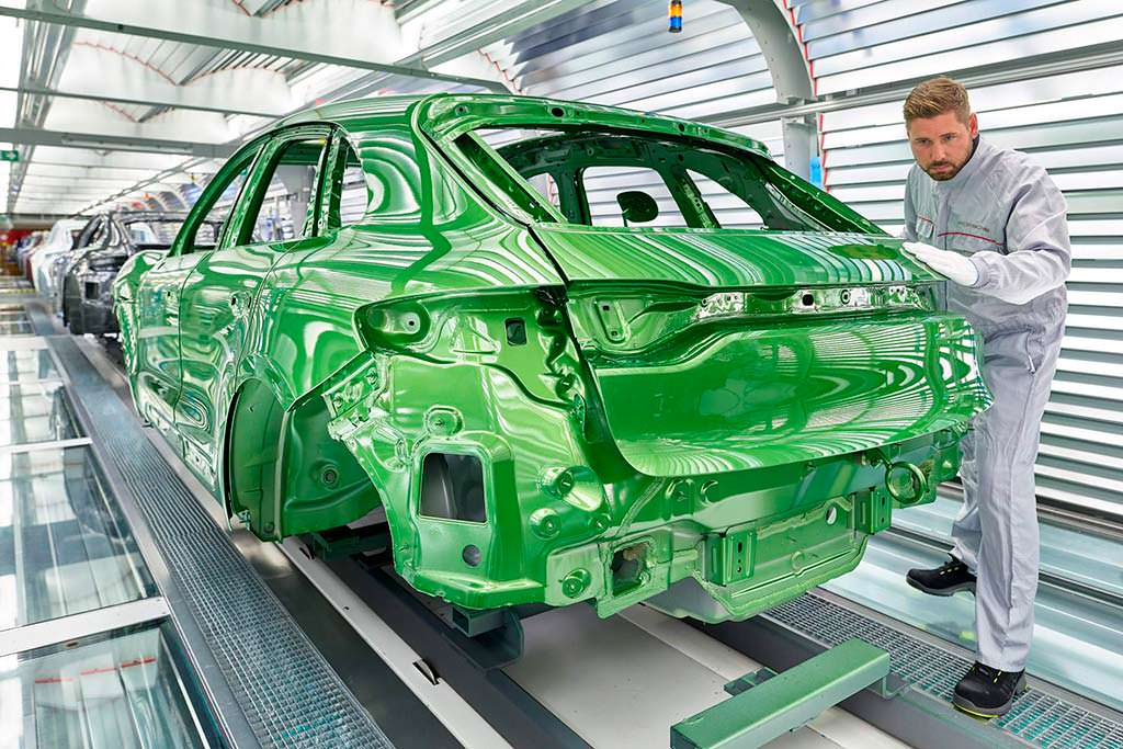 Контроль качества покраски Porsche Macan 2019