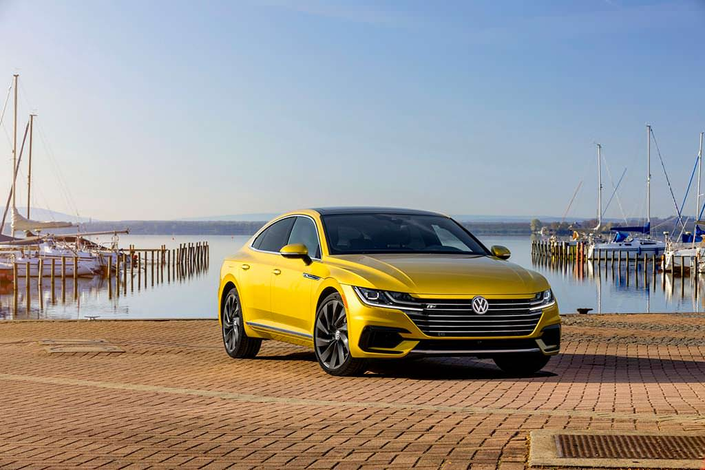 Жёлтый Volkswagen Arteon R-Line SEL Premium