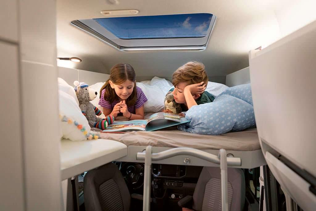 Детская спальня под потолком Volkswagen Grand California