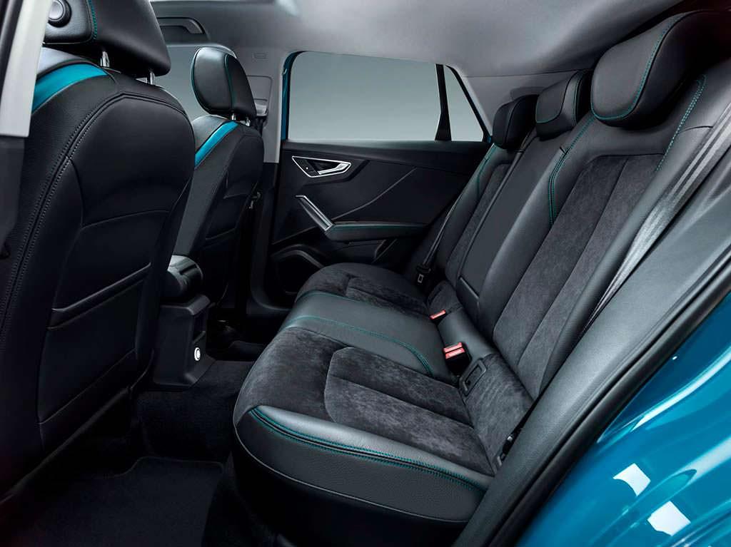 Больше пространства для ног задних пассажиров Audi Q2 L