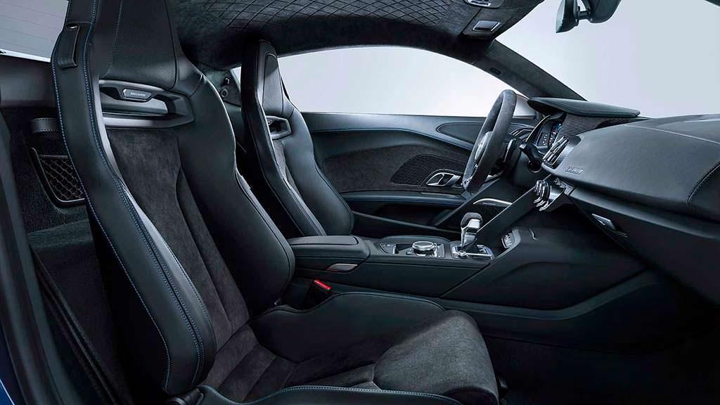 Фото внутри Audi R8