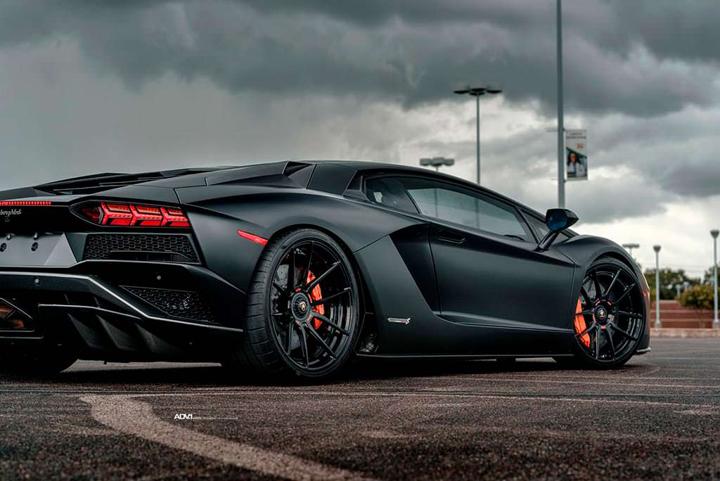 Суперкар Lamborghini Aventador S. Колеса ADV.1 на 21-дюйм