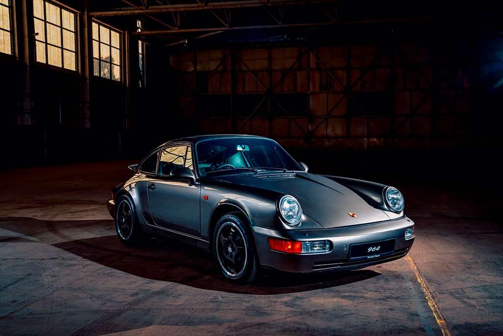 Отреставрированный Porsche 964 цвета Liquid Metal