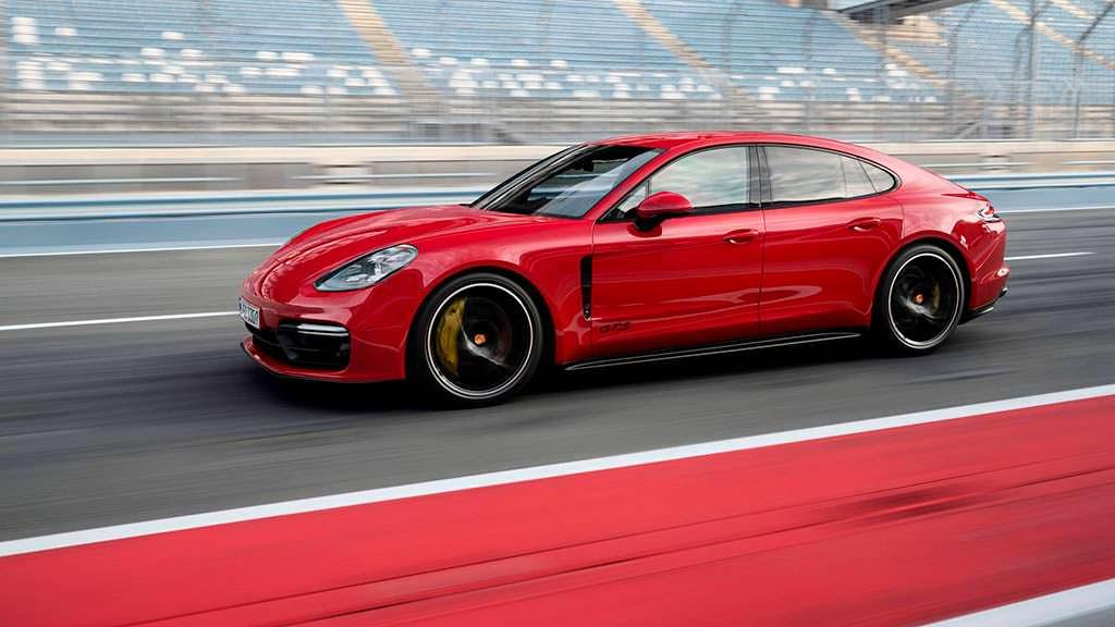 Новая Porsche Panamera GTS. Максимальная скорость 292 км/ч