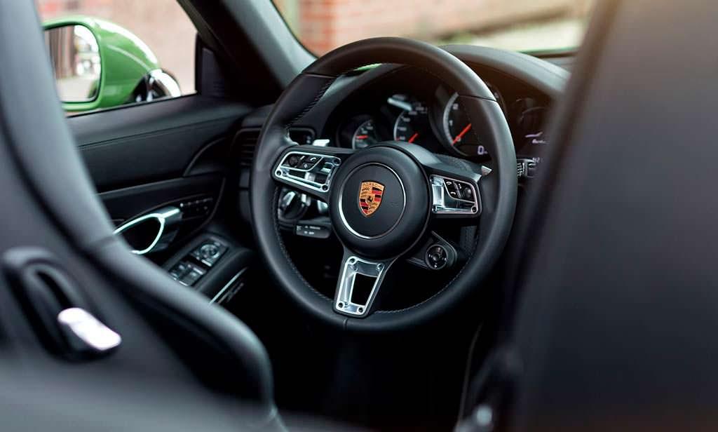 Фото внутри Porsche 911 Turbo S Cabriolet от Edo Competition
