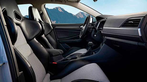 Фото внутри Volkswagen Jetta S. Тюнинг от Джейми Орра