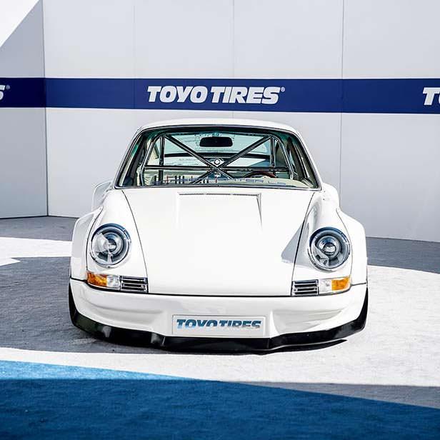 Классическая Porsche 911 с электродвигателем от Tesla