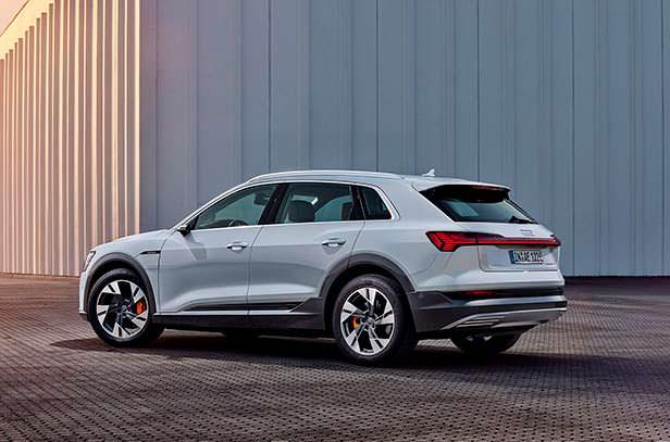 Начальный Audi e-tron 50 quattro