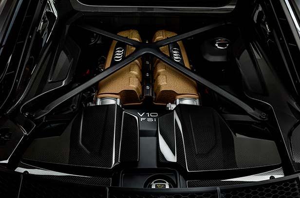 Мотор V10 под капотом Audi R8 Decennium