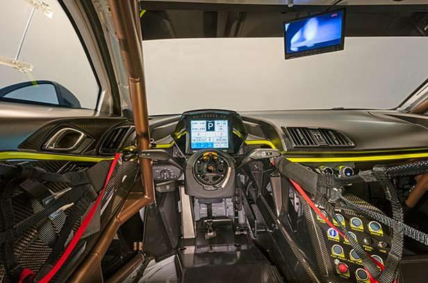 Фото внутри Audi R8 LMS GT2