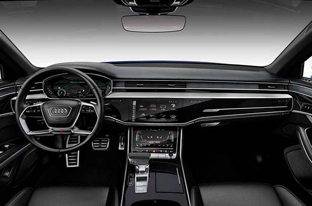 Фото салона Audi S8 нового поколения