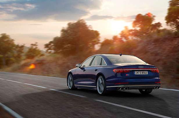 Заряженный седан Audi S8 нового поколения