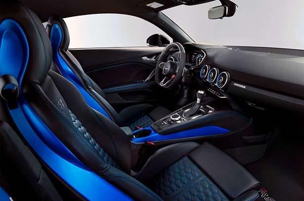 Фото салона Audi TT RS 2020