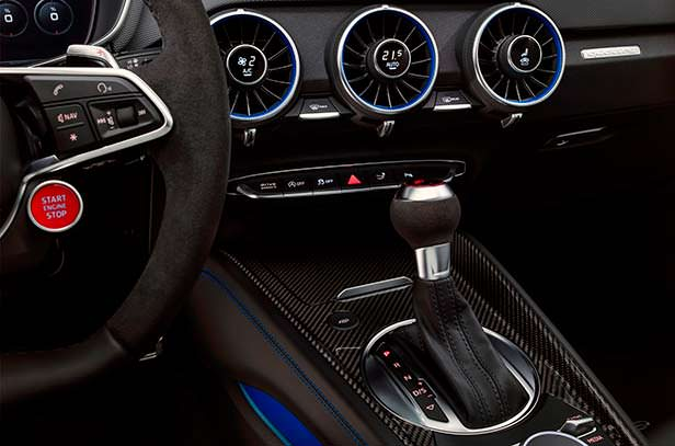 Интерьер Audi TT RS 2020
