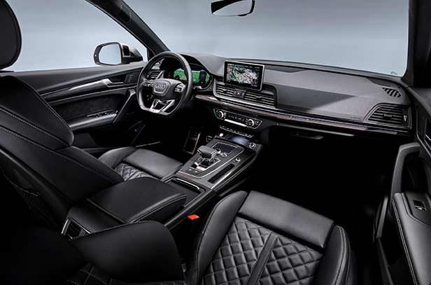 Салон гибрида Audi SQ5