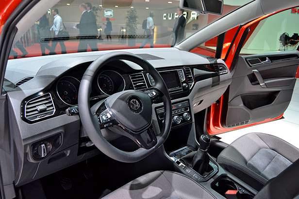 В салоне Volkswagen Golf Sportsvan