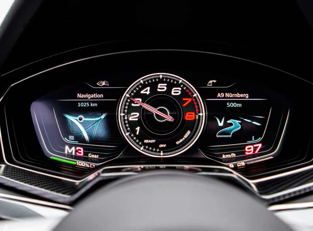 Трёхмерная приборная панель Audi Sport quattro laserlight 2014 года
