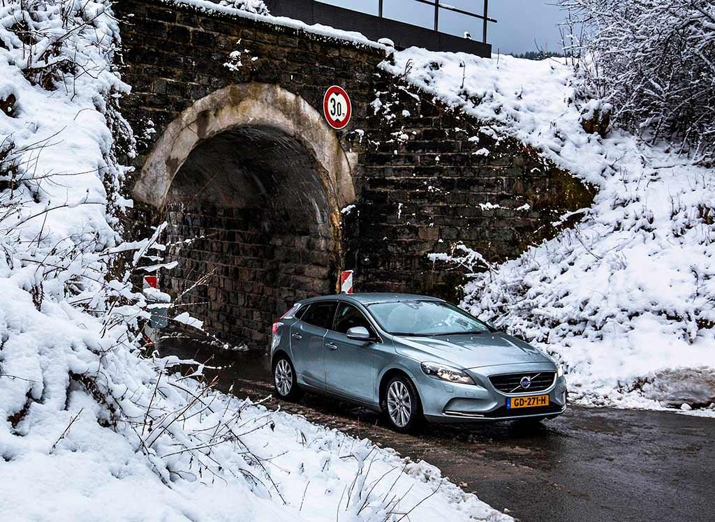 Автомобиль года в Японии: #3 Volvo V40