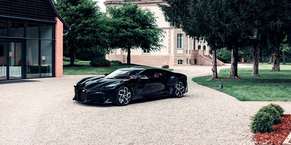 Единственный Bugatti La Voiture Noire доставили покупателю