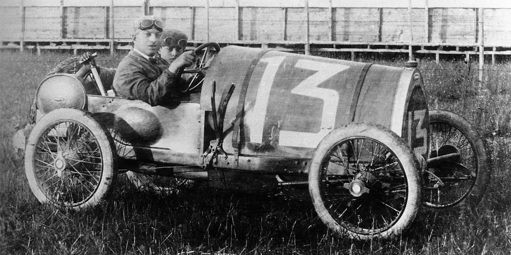 Bugatti отмечает 100-летие исторических побед в гонках на выносливость