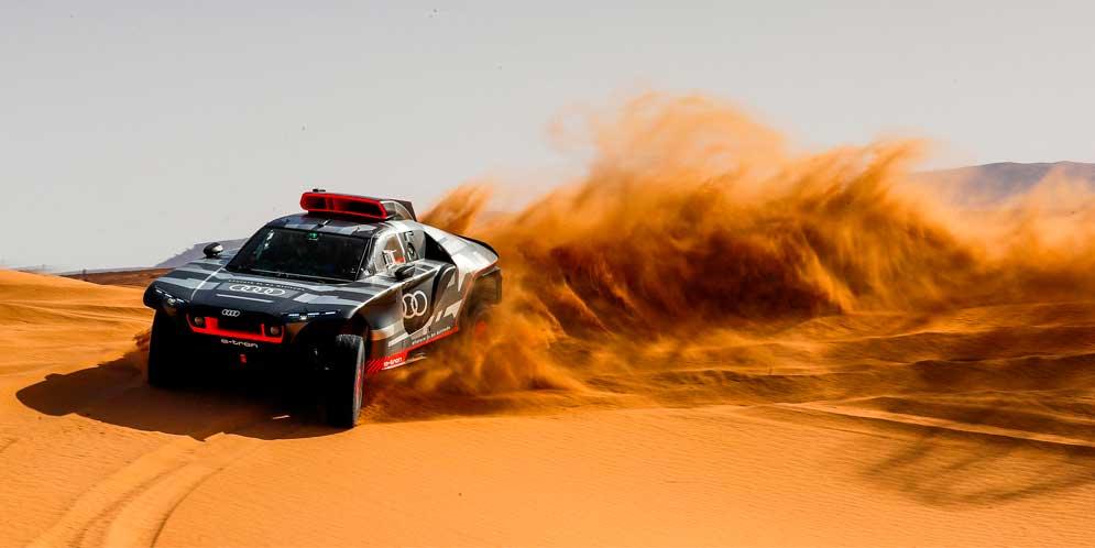 Audi RS Q e-tron для Ралли Дакар проходит испытания в пустыне